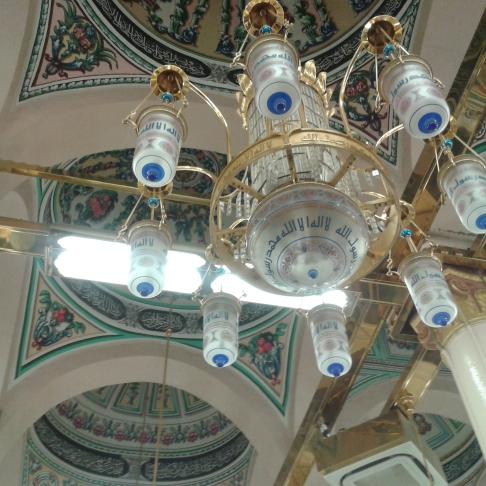 Lampu Gantung yang Menghiasi Raudhah